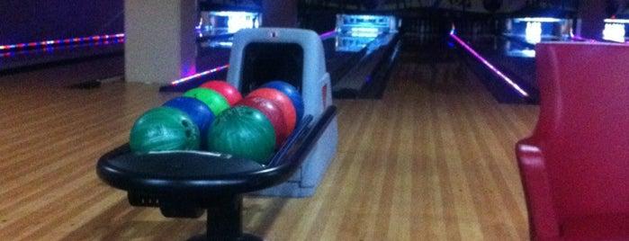 Galleria Bowling is one of Posti che sono piaciuti a Murat.
