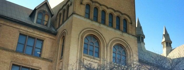 Wayne State University is one of Lugares favoritos de Kayla.
