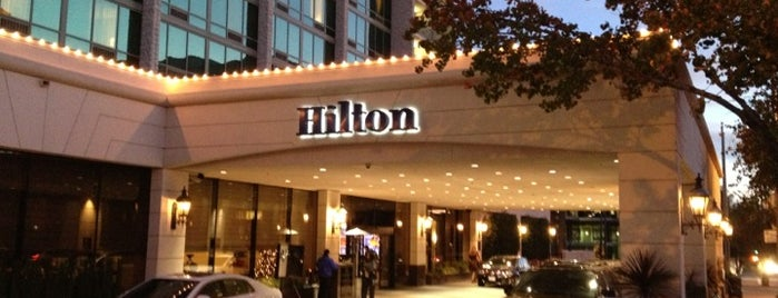 Hilton Pasadena is one of Robyn 님이 좋아한 장소.