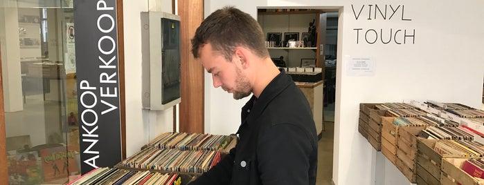 Vinyl Records Outlet Store is one of Fenje'nin Kaydettiği Mekanlar.