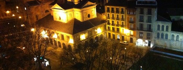 Hotel Tres Reyes is one of Orte, die Jose Antonio gefallen.