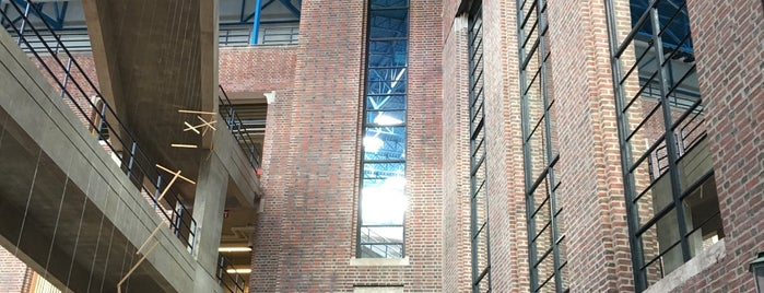Wellesley College Science Center is one of Lugares guardados de Reyner.