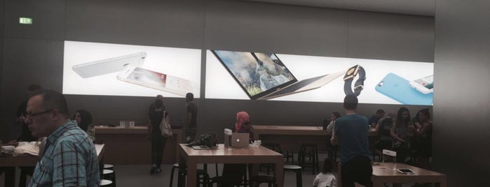 Apple Store is one of Locais curtidos por Faruk.
