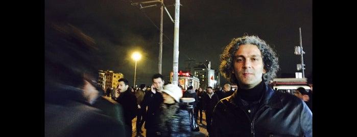 Taksim Cumhuriyet Anıtı is one of Lugares favoritos de Faruk.