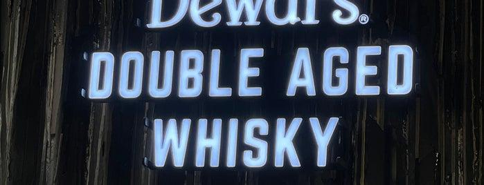 London Pub is one of Maksimさんのお気に入りスポット.