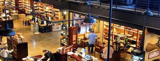 Cigars International Mega Store is one of Lee: сохраненные места.