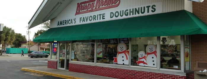 Krispy Kreme Doughnuts is one of Locais curtidos por Rashaad.