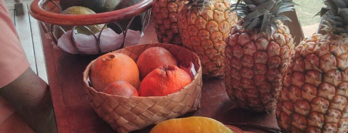 Moloa'a Sunrise Fruit Stand is one of Posti che sono piaciuti a Sal.