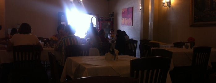 Cafeteria Los Lagos Colonial is one of Locais curtidos por Valeria.