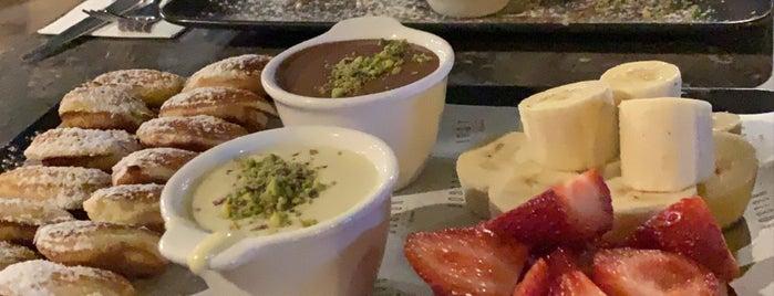 Boston Drink & Dessert is one of Lugares favoritos de Süleyman.