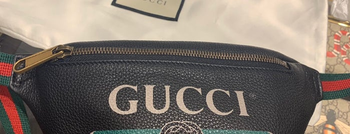 Gucci is one of Jaqueline 님이 저장한 장소.