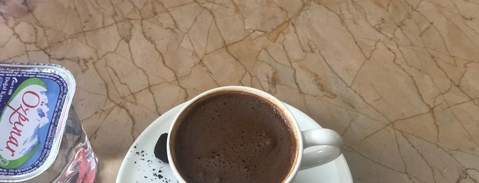 Big Coffee House is one of Locais curtidos por Gökhan.