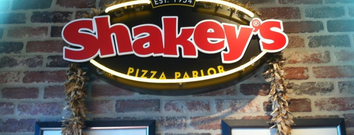 Shakey's Pizza Parlor is one of Guide to Waipahu's best spots.