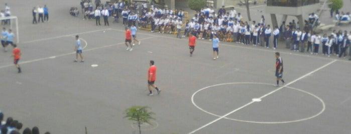 Colegio La Salle is one of Tempat yang Disukai Jamhil.