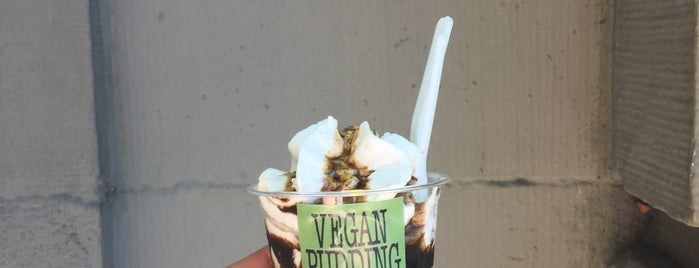 Vegan Pudding & Co. is one of สถานที่ที่ Ozge ถูกใจ.