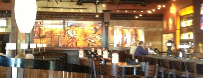 BJ's Restaurant & Brewhouse is one of Tempat yang Disukai Ebony.