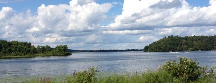 Madden's On Gull Lake is one of Ryan : понравившиеся места.