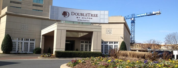 DoubleTree by Hilton is one of Lieux qui ont plu à Christopher.