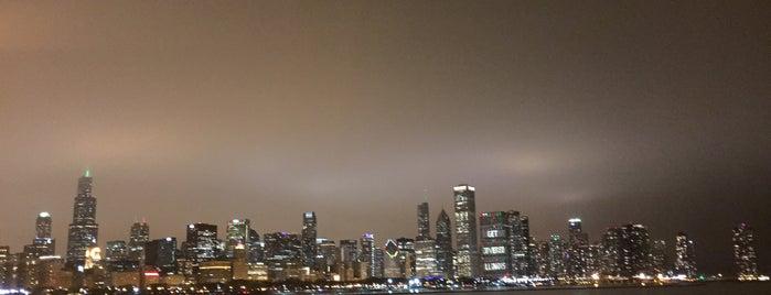 Chicago Skyline is one of Tempat yang Disukai Devonta.