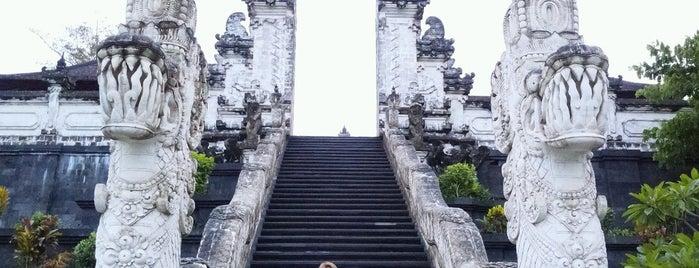 Pura Lempuyang Luhur is one of путешествия.