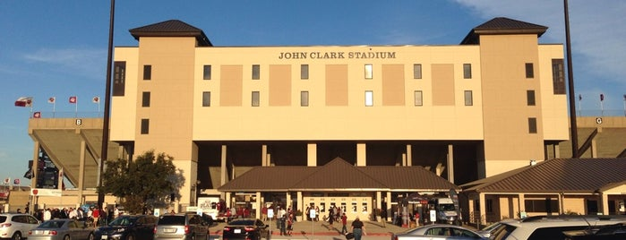 Clark Stadium is one of Roanna 님이 좋아한 장소.
