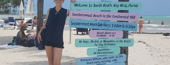 Southernmost Beach Cafe is one of Locais curtidos por Julie.