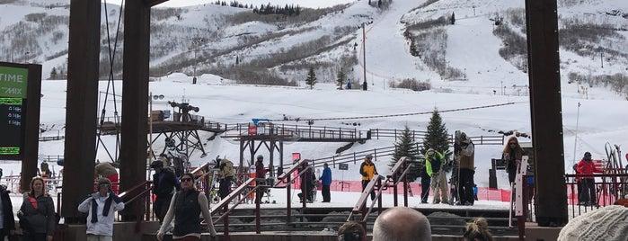 Mojo's Apres Ski is one of Tempat yang Disukai Daniel.