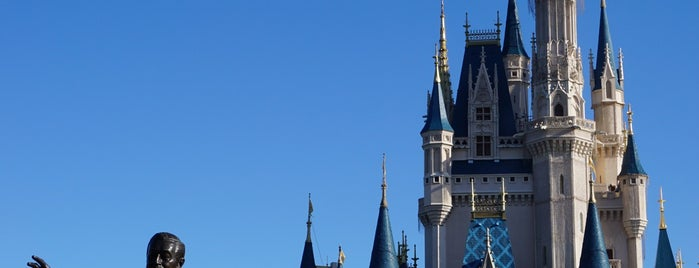 Magic Kingdom® Park is one of Tempat yang Disukai Edwulf.