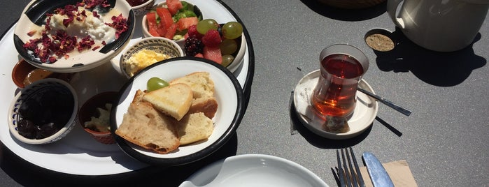 Pinhan Café is one of Posti che sono piaciuti a Jennifer.