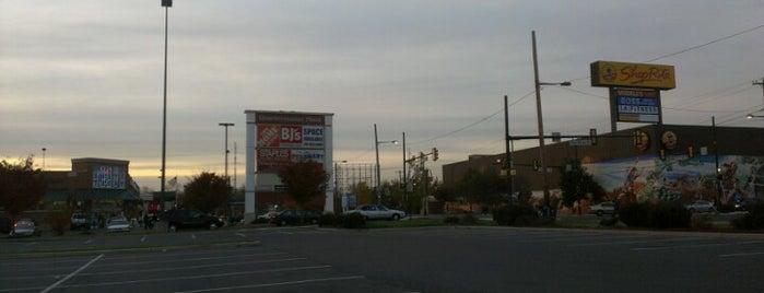 Quartermaster Plaza is one of Posti che sono piaciuti a Jamez.