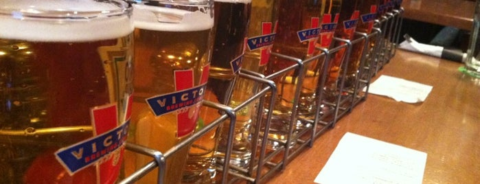 Victory Brewing Company is one of Lugares favoritos de Mike.
