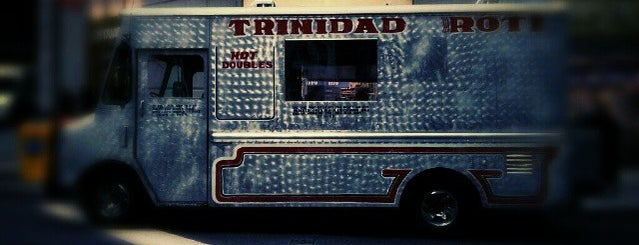 Nio's Trinidad Roti Truck is one of Heidiさんの保存済みスポット.