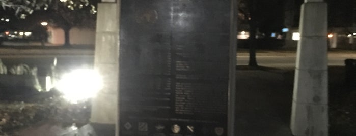 Veterans Memorial Park is one of Susan Evans'ın Beğendiği Mekanlar.