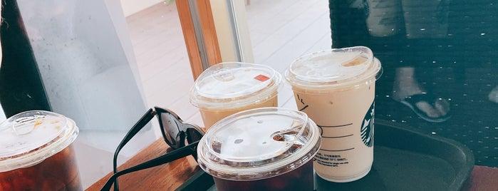 星巴克 Starbucks is one of Tempat yang Disukai L😎.