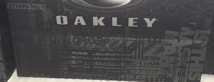 Oakley is one of Férias 2012.