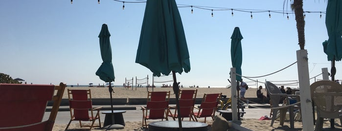 Perry's Beach Cafe is one of Santa Monica.