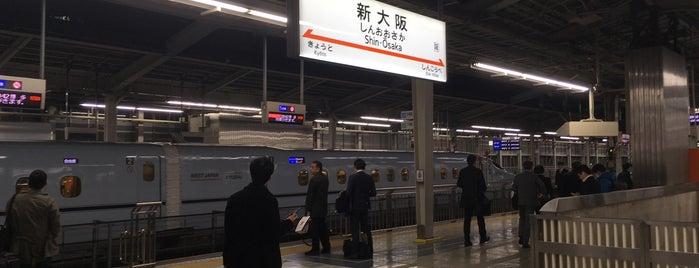 Shinkansen Shin-Ōsaka Station is one of สถานที่ที่ Hideo ถูกใจ.