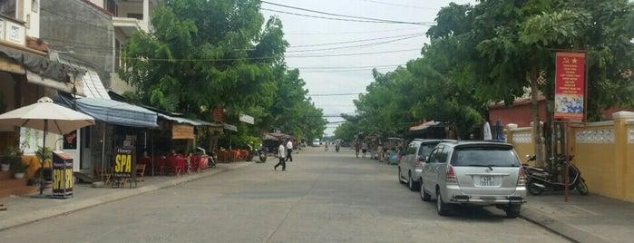 Chợ Đêm An Hội (Night Market) is one of Lugares favoritos de Michael.