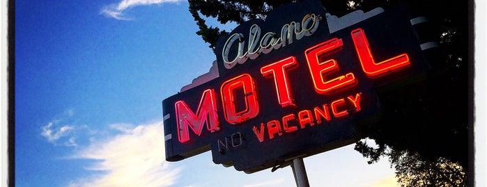 Alamo Motel is one of Lugares favoritos de Robert.