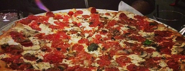 Grimaldi's Pizzeria is one of Lugares favoritos de Anthony.