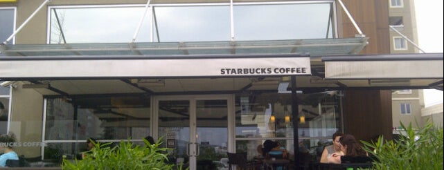 Starbucks is one of Orte, die veysi gefallen.