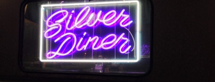 Silver Diner Pizza Car is one of สถานที่ที่ Michiyo ถูกใจ.