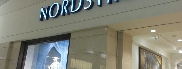 Nordstrom is one of Locais curtidos por Mei.