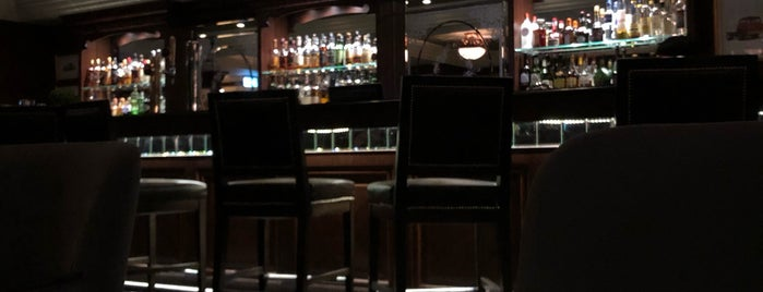 The Den at Shangrila-La Doha is one of Mert : понравившиеся места.