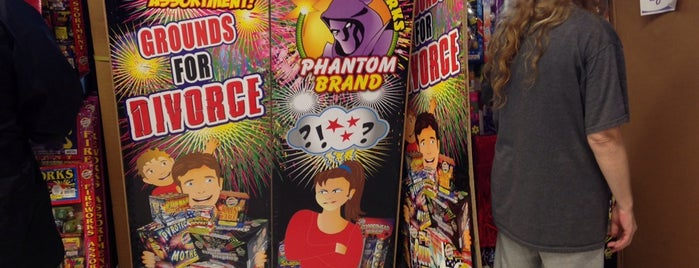 Phantom Fireworks is one of Locais curtidos por Bara.