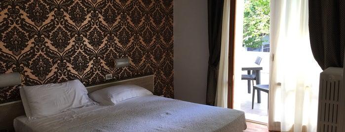 Hotel Rosabianca is one of Lieux qui ont plu à Никита.