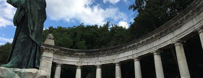 Szent Gellért-szobor is one of Budai hegység/Pilis.