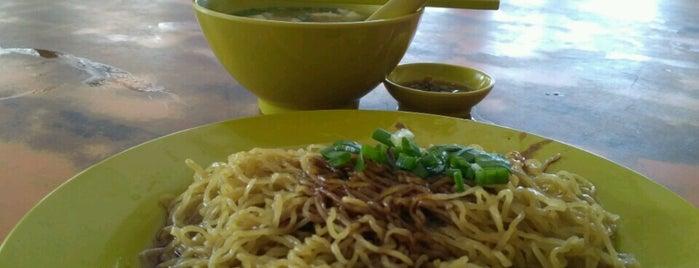 Restoran Mee Wah (美華海鲜酒樓) is one of Lieux qui ont plu à See Lok.