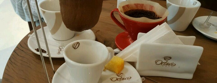 Antesala Café is one of Tempat yang Disukai Sandra.