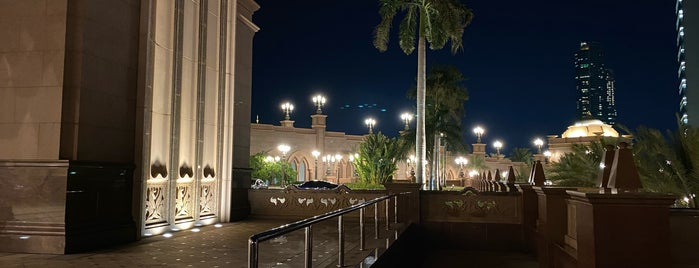 Abu Dhabi Presidential Palace is one of Locais curtidos por Hany.
